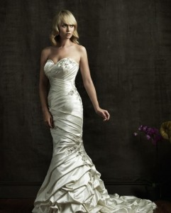 Color: Ivory/ Silver Size: 8 Price: $1,220.00 (originally) Discount price: $610.00